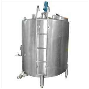 Vertical-Milk-Storage-Tanks-300x300